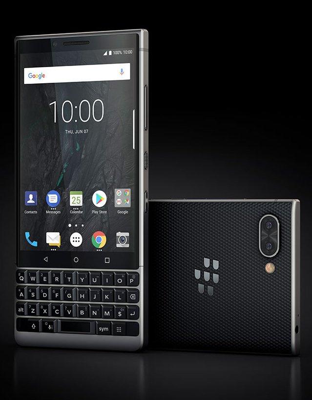 BlackBerry Key2 mustaharmaana Evan Blassin julkaisemassa kuvassa.
