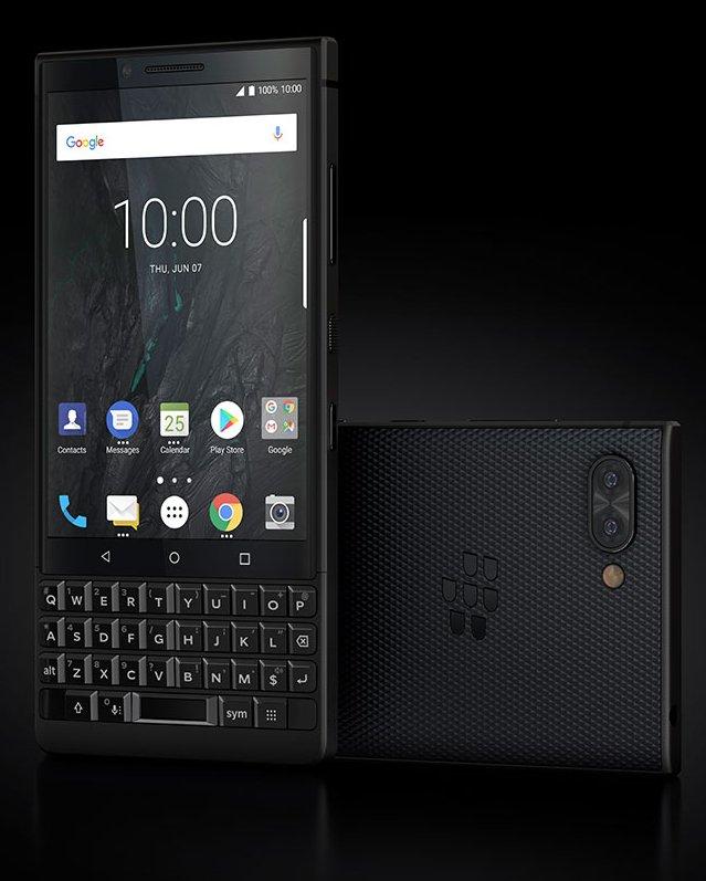 BlackBerry Key2 täysmustana niin ikään Evan Blassin julkaisemassa kuvassa.