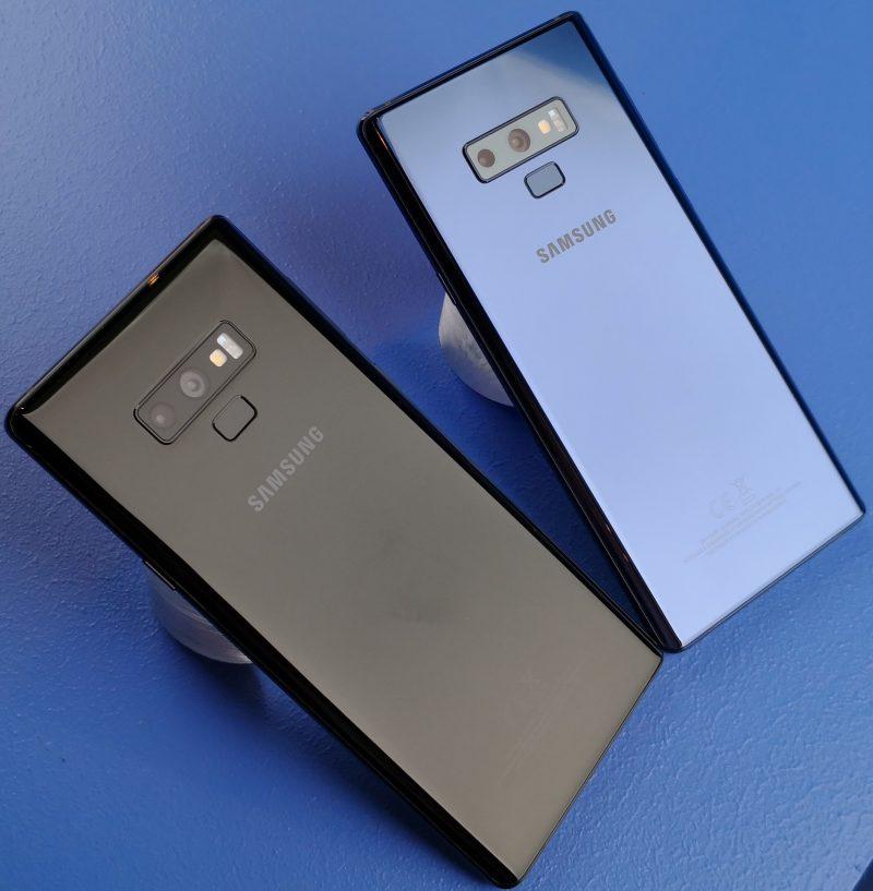 Musta ja sininen Galaxy Note9.