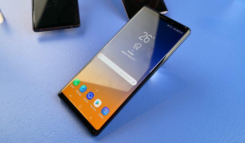 Galaxy Note9:n design jatkaa tutuilla linjoilla. Näyttö on nyt kooltaan 6,4 tuumaa.