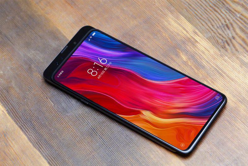 Lin Binin aiemmin julkaisema kuva tulevasta Xiaomi Mi MIX 3:sta.