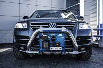 VTT:n Volkswagenin perustalle kehittämä robottiauto Martti.