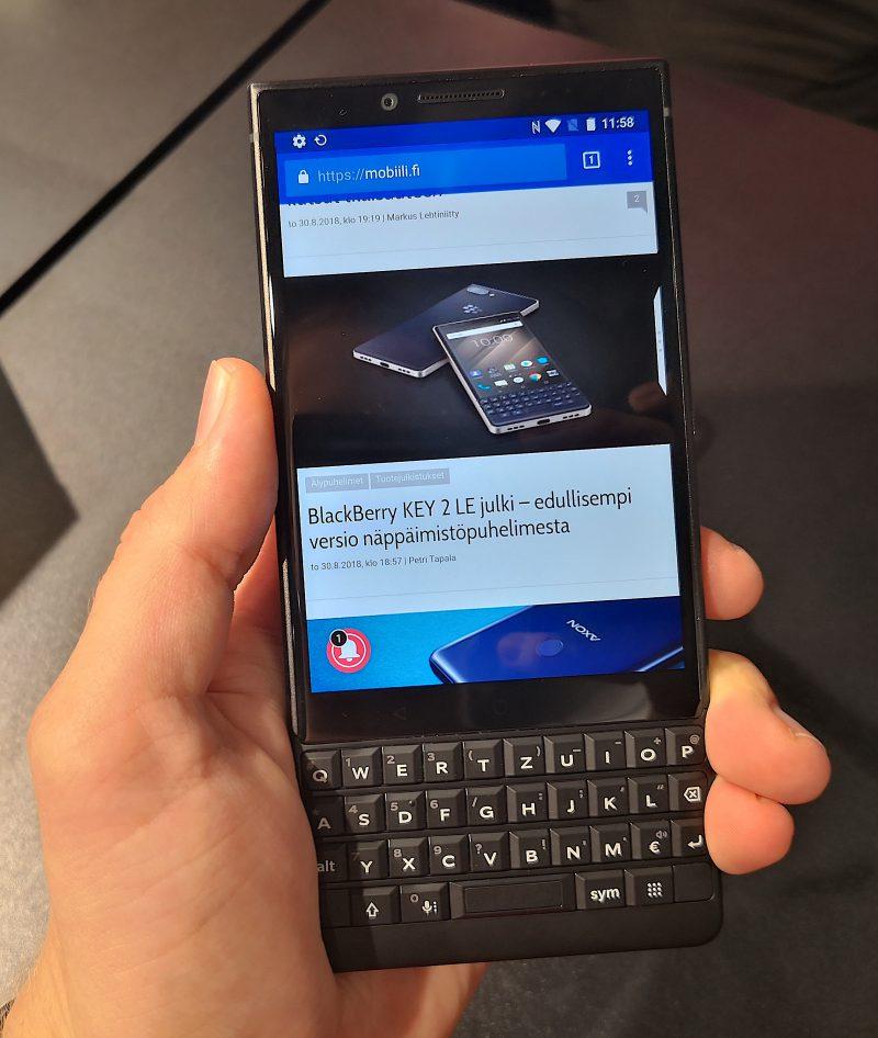 BlackBerry KEY 2 LE on edullisempi vaihtoehto, jos haluaa näppispuhelimen.
