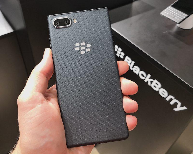 Takana tuttua BlackBerryä: hyvän pidon tarjoava tekstuurikuvio.