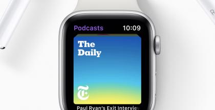 Apple Watch ja AirPods-kuulokkeet.