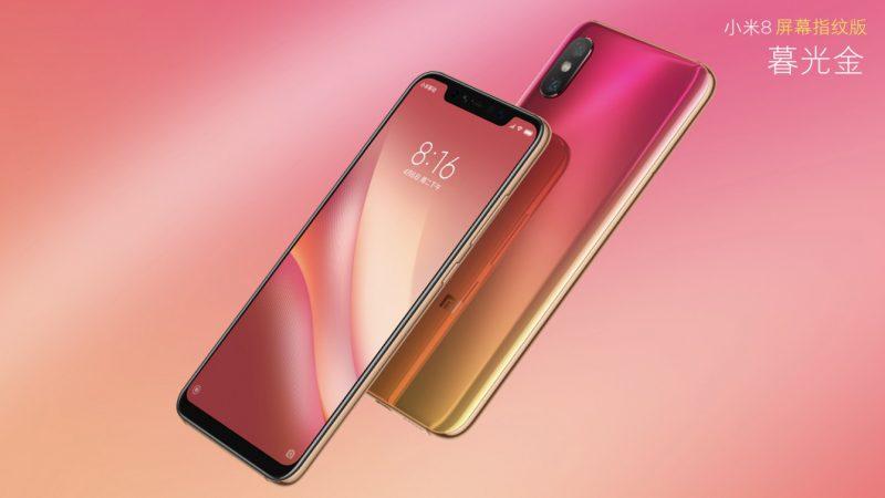 Uusi Xiaomi Mi 8 -versio sisältää sormenjälkilukijan osana näyttöä. Yksi värivaihtoehto on pinkkiä ja kultaa yhdistävä liukuväri.