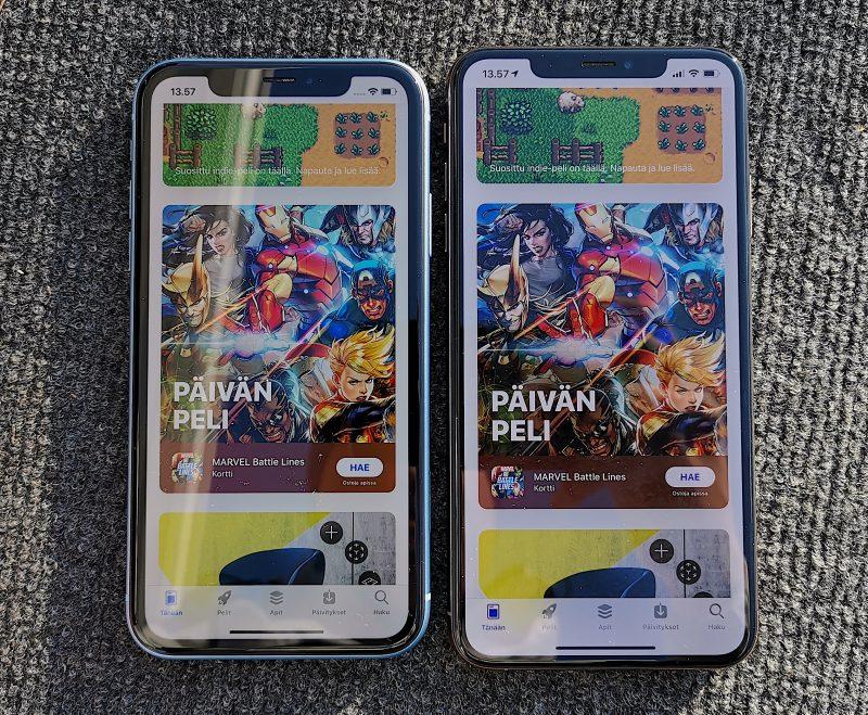 iPhone XR 6,1 tuuman näytöllä on hieman 6,5 tuuman iPhone XS Maxia pienempi. Näytönreunukset ovat kuitenkin suuremmat.