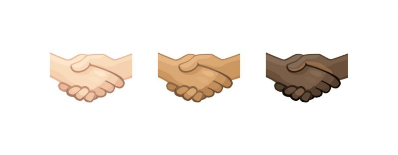 Uusia ihonvärejä kättelyemojille. Kuva: Emojipedia.
