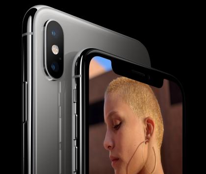 iPhone XS -puhelimissa on kaksi takakameraa sekä etupuolella TrueDepth-kamerajärjestelmä.