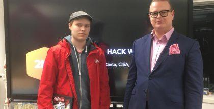 Haavoittuvuuden löytämisestä stipendin saanut Niklas Halonen sekä Second Nature Securityn teknologiajohtaja Juho Ranta.