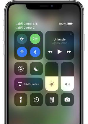 iPhone kertoo molempien SIM-korttien liittymien kuuluvuudesta.