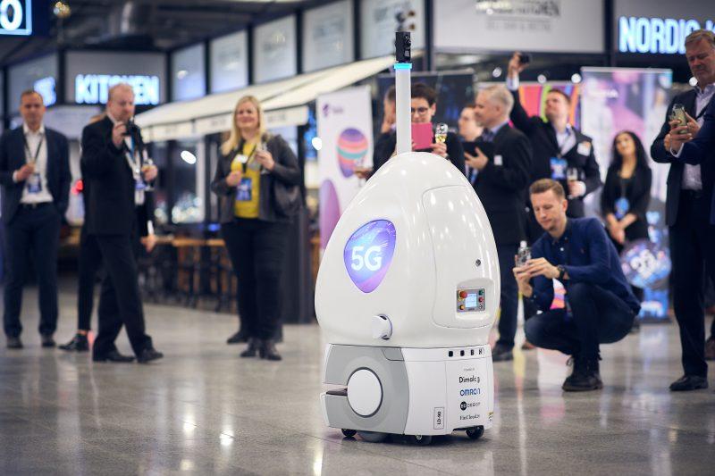 5G-robotti Helsinki-Vantaan lentoasemalla.