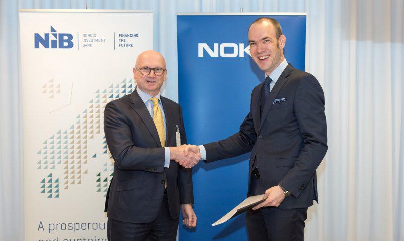 NIB:n toimitusjohtaja Henrik Normann ja Nokian talousjohtaja Kristian Pullola.