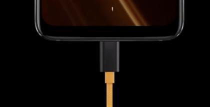 Warp Charge 30 -laturin johto on oranssi.