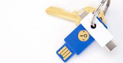 YubiKeyn Lightning- ja USB-C-liitännöillä varustetun version prototyyppi.