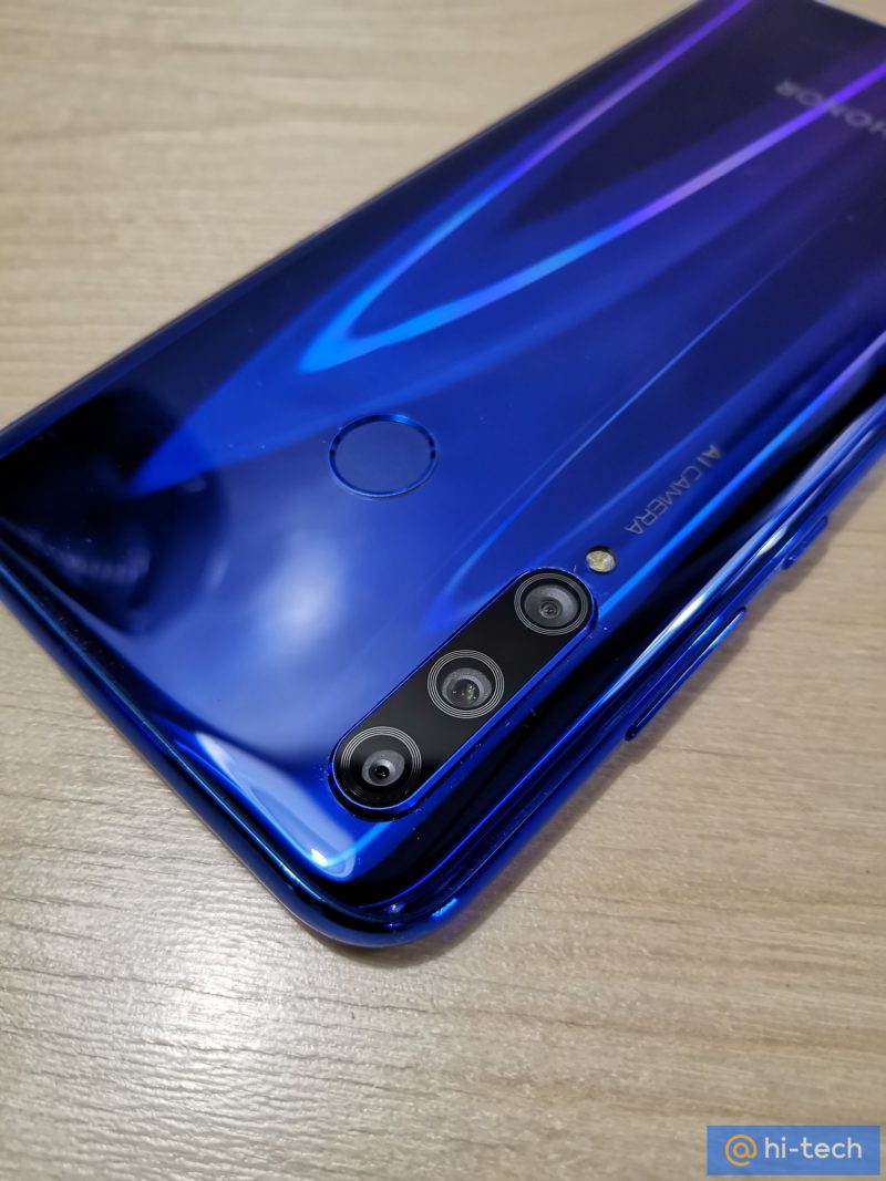 Honor 10i. Kuva: Mail.ru hi-tech.