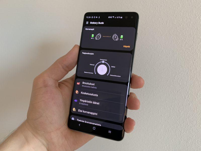 Galaxy Wearable on Galaxy Buds -kuulokkeiden hallintasovellus, josta löytyy esimerkiksi kuulokkeiden akkutiedot, taajuuskorjain sekä muut toiminnot ja asetukset.