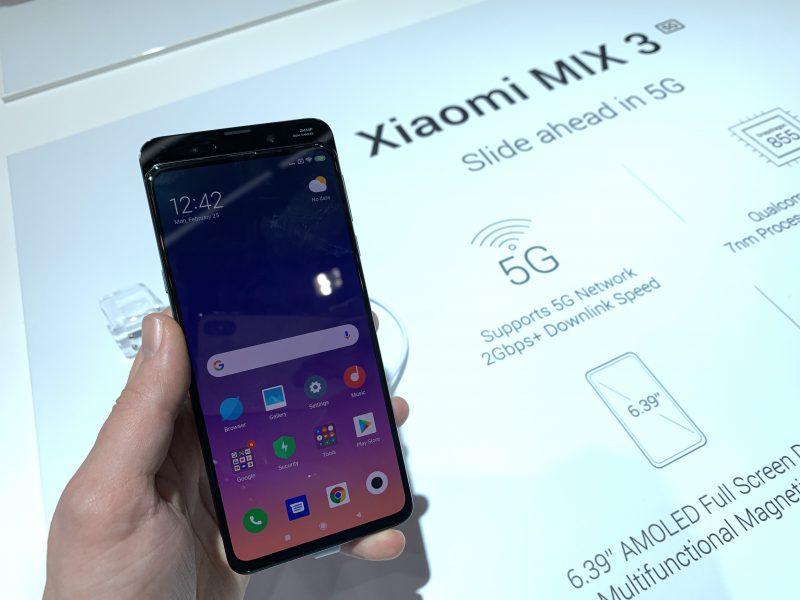 Xiaomi Mi MIX 3:n 5G-versio sisältää myös perusmallia kookkaamman akun ja on hieman paksumpi.