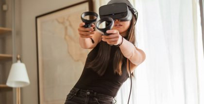 Rift S kytketään alkuperäisen Oculus Riftin tavoin tietokoneeseen kaapelilla.