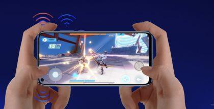 Pidettäessä älypuhelinta kaksissa käsissä, yläpäässä sijaitsevat antennit jäävät helposti kämmenen alle. Tässä Honorin View20:een lisäämä kolmas Wi-Fi-antenni voi olla tärkeä toimivuutta parantava lisä.
