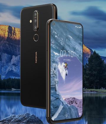 Nokia X71:ssä on näytössä reikä etukameralle ja takana kolme kameraa.
