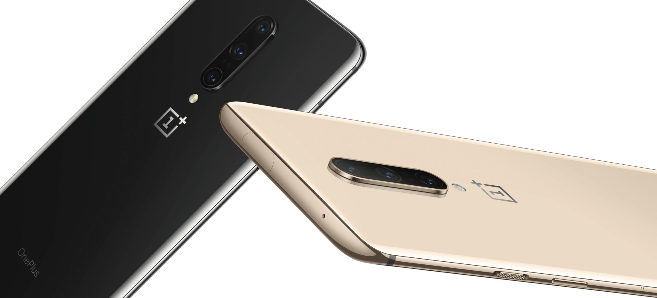 OnePlus 7 Pron tummanharmaa Mirror Gray ja vaalea Almond-väri.