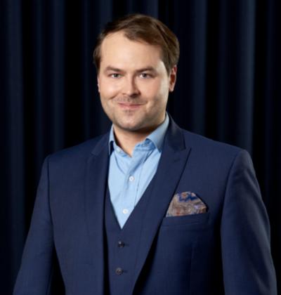 Vaken toimitusjohtajana toimii entinen Tieto-johtaja ja aikanaan IRC-Galleriaakin kehittämässä ollut Taneli Tikka.