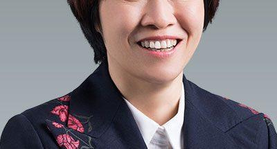 Huawein yhteiskuntasuhteista ja viestinnästä vastaava johtaja Caroline Chen.