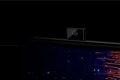Honorin älynäyttö-televisio on varustettu esiin nousevalla etukameralla. Kameran piiloutuminen laitteen sisään muuten kuin käytettäessä vähentää yksityisyyteen liittyviä riskejä ja pelkoja.