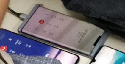 Huawei Mate 30 Prohon odotetaan huomattavasti kyljille kaartuvaa näyttöä.