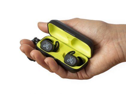 Jaybird Vista -kuulokkeet säilytyskotelossaan.