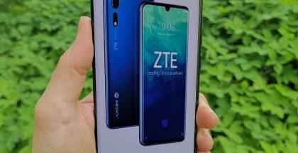 ZTE Axon 10 Pro 5G on varustettu 6,47 tuuman näytöllä. Yläreunassa on pienikokoinen lovi etukameralle. Näyttö ja lasi ovat hieman kaarevia.