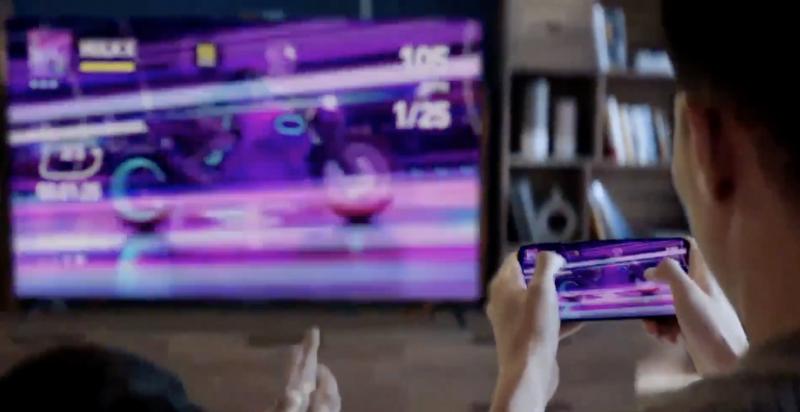 Esimerkiksi pelatessa kuvan voi siirtää älypuhelimen näytöltä Honor Visionin suuremmalle ruudulle.