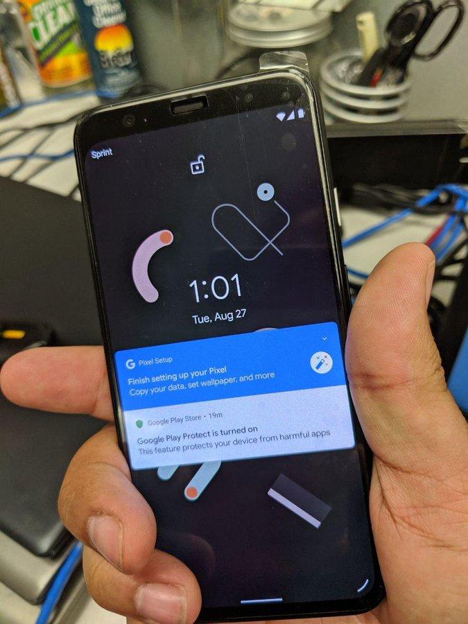 Google Pixel 4 -älypuhelin etupuolelta.