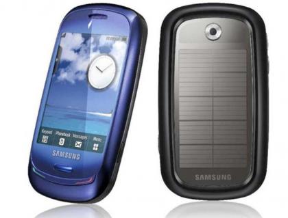 Samsung Blue Earth -älypuhelin aurinkopaneelilla vuosikymmenen takaa.