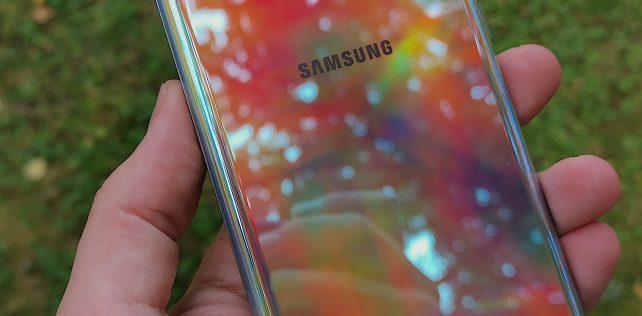 Arvostelussa Samsung Galaxy Note10+: Erinomainen, monipuolinen ja huippuhintainen kärkitason älypuhelin