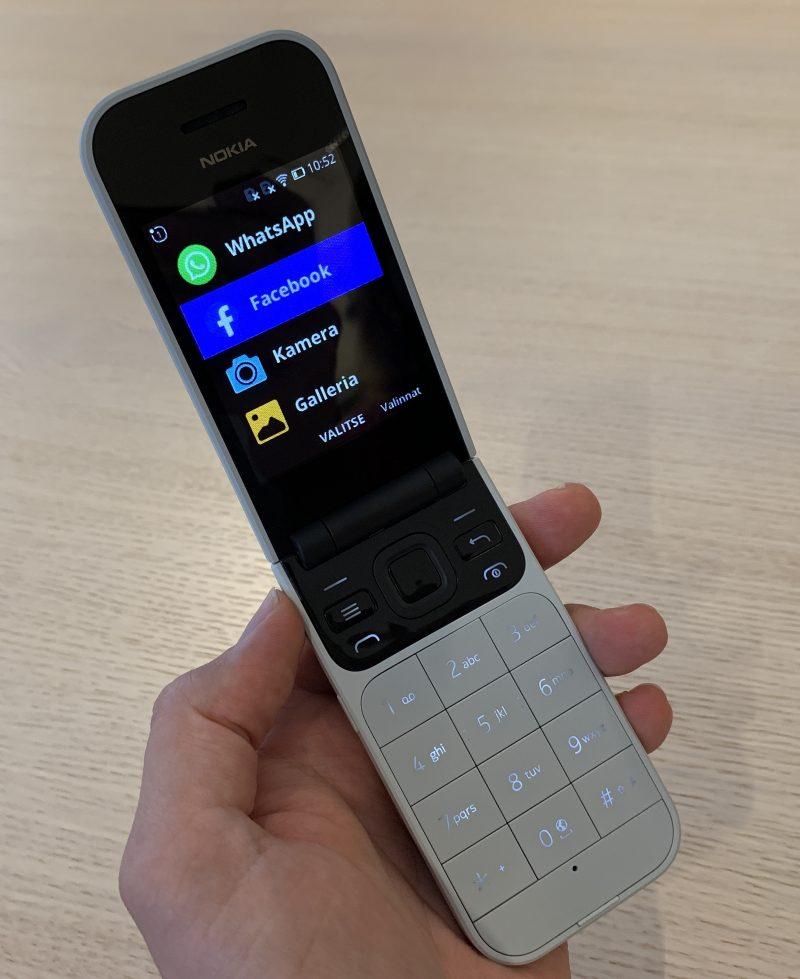 Nokia 2720 Flipistä on pyritty tekemään helppokäyttöinen. Simpukkapuhelimeen vastaaminen on yksinkertaista kannen avaamalla, minkä lisäksi myös näppäimet ja haluttaessa myös näytön tekstit ovat suurikokoisia.