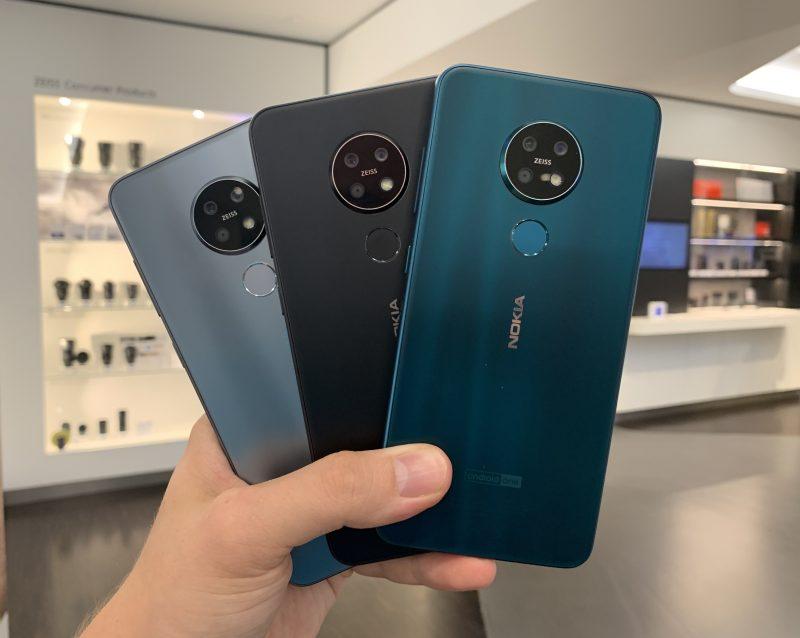 Nokia 7.2:n kolme värivaihtoehtoa. Mattapinta tarjoaa pehmeän ja miellyttävän tuntuman kädessä. Kaikki kolme väriä ovat hillityn tyylikkäitä.