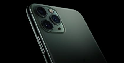 iPhone Pro ja iPhone Pro Max tarjoavat kolme takakameraa.