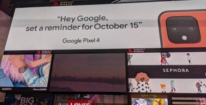 Google vahvisti Pixel 4:n korallivärin mainoksessaan Times Squarella. Kuva: Reddit-käyttäjä LoysyTX.
