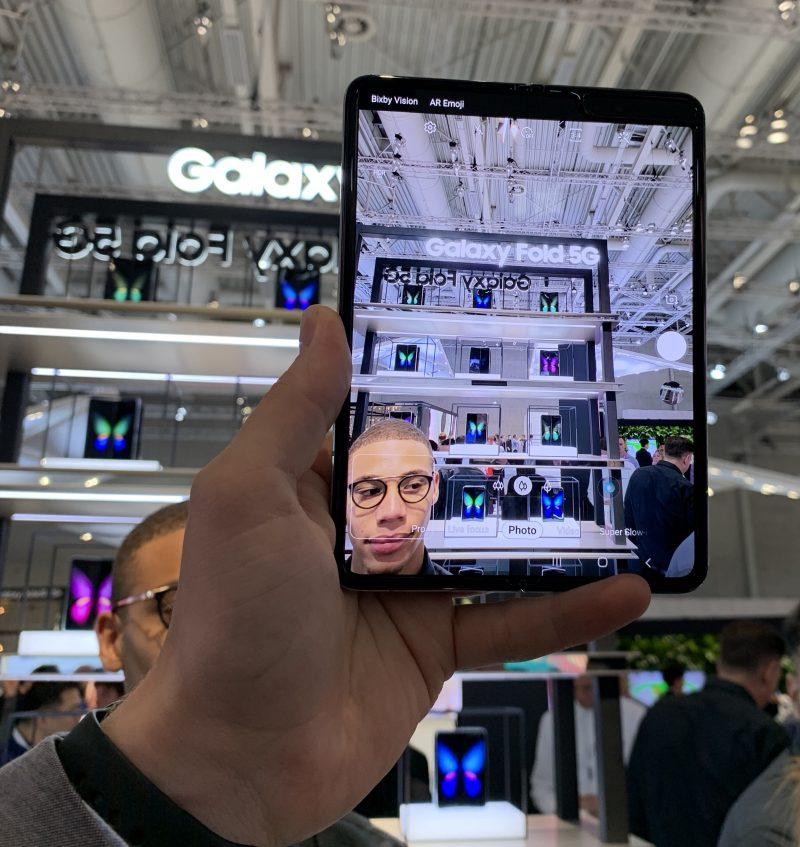 Galaxy Foldilla oli suuremman näytön ansiosta myös hyvä kuvata - eikä se kamerana kuitenkaan näytä tyhmältä kuten kookkaammat tablettilaitteet.