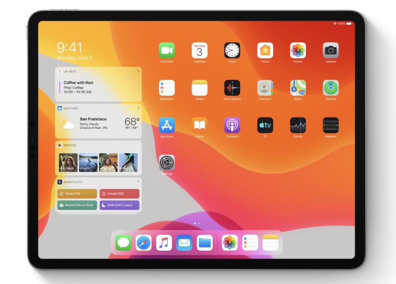Myös iPadOS:ssä widgettejä voi jatkossa järjestellä vapaasti osaksi kotinäkymää. Tässä iPadOS 13 -kuvassa vielä nykyinen ratkaisu, jossa widgetit näkyvät vain reunassa.