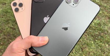 Takana kultavärinen iPhone 11 Pro, keskellä musta iPhone 11 ja etualalla keskiyönvihreä iPhone 11 Pro Max.