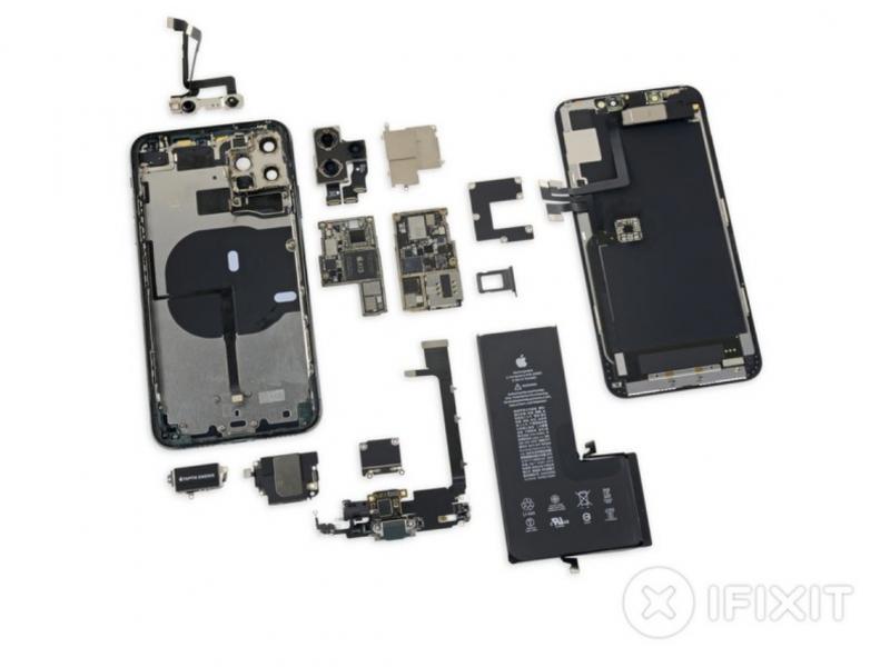 iFixitin purkama iPhone 11 Pro Max.