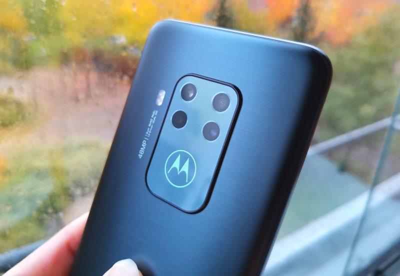 Neloiskamera sisältää laajan valikoiman kuvaustiloja.