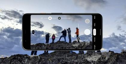 Pixel 4 -puhelinten kamerasovelluksessa uusi toiminto on Dual Exposure Controls eli kaksi säädintä kuvan valoisuudelle, erikseen valoisille ja tummille kohdille.