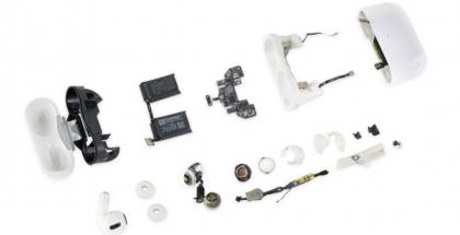 AirPods Pro -kuulokkeet iFixitin purkamana.