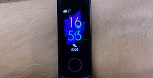 Honor Band 5:n näyttö on pieni mutta kirkas ja tarkka.