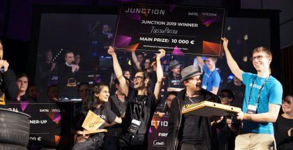 Junctionin voittajatiimi juhlii. Kuva: Gaia Putrino.