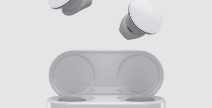 Microsoft Surface Earbuds -kuulokkeet ja latauskotelo.